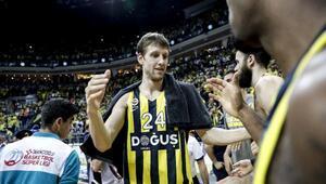 Şampiyon Fenerbahçe Doğuş kupasını aldı (FOTOĞRAFLAR)