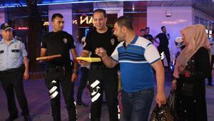 Kocaeli polisinden lokumlu uygulama