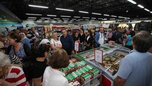 Belediye köylünün ürünlerini kentliye ulaştırıyor