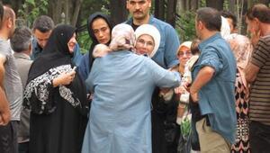 Emine Erdoğandan mezarlık ziyareti