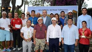 Bakan Çavuşoğlu Ramazan Bayramı Golf Turnuvası'nda ödül verdi