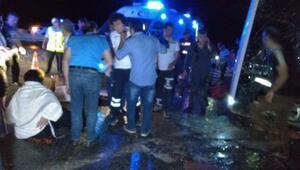 Yolcu otobüsü devrildi: 3 ölü, 20 yaralı (1)