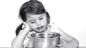Çocuklara sakinleşmeleri için verilen yiyecekler yeme bozukluğuna yol açabilir