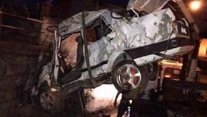 Takla atan otomobil alt geçide yuvarlandı: 2 ölü