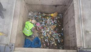 Asansör çöplüğü  temizlendi