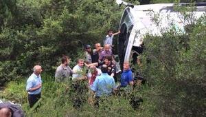 Bursada cenazeye gidenlerin otobüsü devrildi: 1 ölü, 28 yaralı (2)- Yeniden