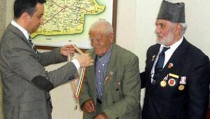 66 yıl sonra madalyasına kavuşan Kore gazisi hayatını kaybetti