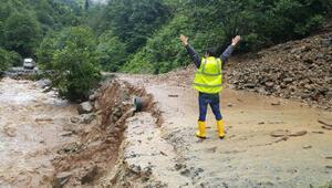 Trabzonda sel suları, beton pompası ile kamyonu dereye böyle sürükledi (2)