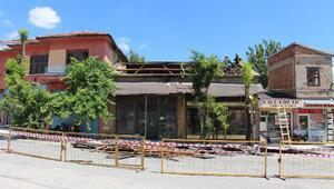 Seydişehirde Arasta Çarşısında cephe giydirme çalışmaları başladı