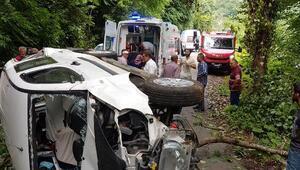 Hafif ticari araç şarampole yuvarlandı: 2 yaralı