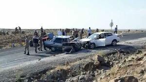 Viranşehirde iki otomobil çarpıştı: 3 ölü, 2 yaralı