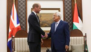 Prens William Ramallahta Mahmud Abbas ile görüştü