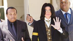 Jackson'ların babası öldü