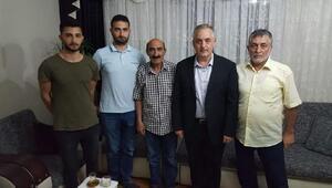 İsrail'de alıkonulan Ebru Özkanın ailesine ziyaret