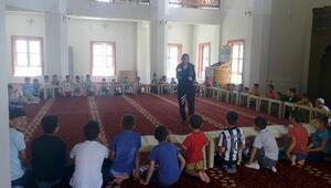 Toplum destekli polisler Kuran kursa giden öğrencileri bilgilendirdi