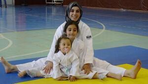Judocu anne ve kızları