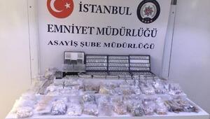 İstanbulda 1 milyon liralık gümüş takı çalan hırsızlar yakalandı