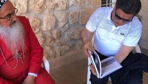 AYM eski Başkanı Kılıç, Mardinde manastırı ziyaret etti