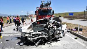 Sivasta iki otomobil çarpıştı: 5 ölü, 5 yaralı (2)