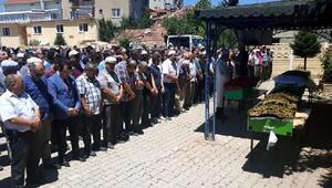 Kaza kurbanı 4 gurbetçi, memleketleri Uşakta toprağa verildi