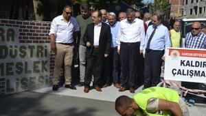 Başkan Şahin Bafrada yol ve kaldırım çalışmalarını inceledi
