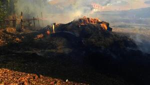 Saman balyası yüklü traktör yandı