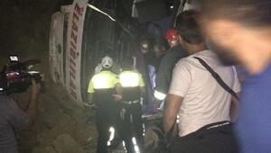 Yolcu otobüsü devrildi: 15 yaralı