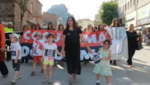 Kadınlardan çocuk istismarına karşı sessiz protesto