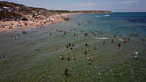 Sıcaktan bunalanlar plajlara akın etti
