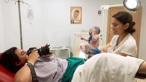 Bu kez kendi doğumunu fotoğrafladı
