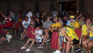 İngiliz ve İsveçli turistlerin maç keyfi