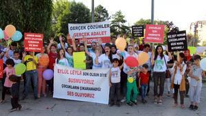 Ağızlarına siyah bant yapıştırarak çocuk istismarını protesto ettiler