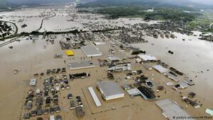 Japonyada aşırı yağış felaket getirdi: 83 ölü
