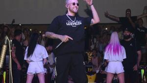 Rus hiphop şarkıcısı Kemerde konser verdi