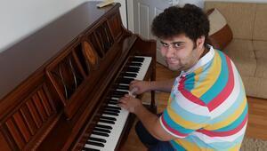 Otizmli müzik dehası üniversitedeki ilk yılını tamamladı