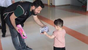 Toplum destekli polis, hasta çocukları mutlu etti