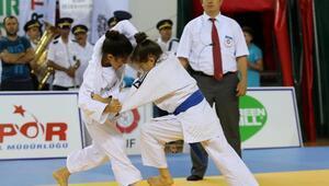 Karşıyakada minikler judo şampiyonası