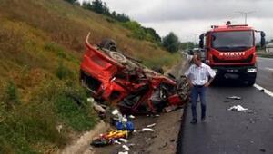 Otomobilin çarptığı hafif ticari araç takla attı: 4 yaralı