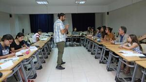 Karşıyakalı gençlere Fransızca eğitimi