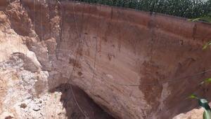 Mısır tarlasında 50 metre derinliğinde obruk oluştu