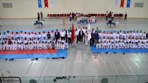 Karateciler Ömer Halisdemir turnuvasına katıldı