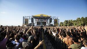 Kuşadası Gençlik Festivali 120 bin müzikseveri ağırladı