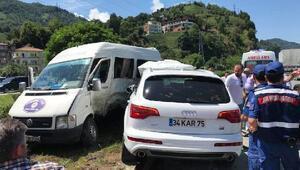 Hopada cip, yolcu minibüsüyle çarpıştı: 6 yaralı
