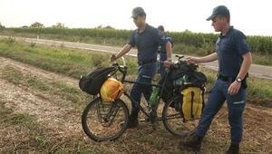 Bisikletli turistlere yıldırım çarptı: 1 ölü