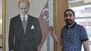 Suriyeli ressam 40 bin mozaik taşıyla Atatürk'ün portresini resmetti