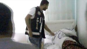 Polis, uykusundan uyandırıp gözaltına aldı