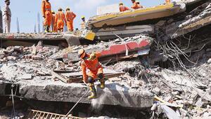 Yapılırken çöktü: En az 9 kişi öldü
