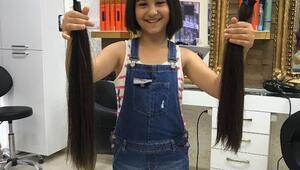 Küçük Elif, kestirdiği saçlarını kanser hastaları için bağışladı
