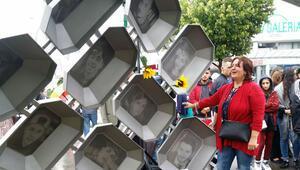4'ü Türk, 9 genç öldürüldükleri yerde anıldı