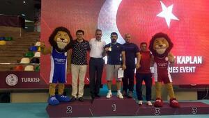 Kayseri Şekersporlu güreşçiler Greko- Romen Şampiyonasında altın madalya kazandı